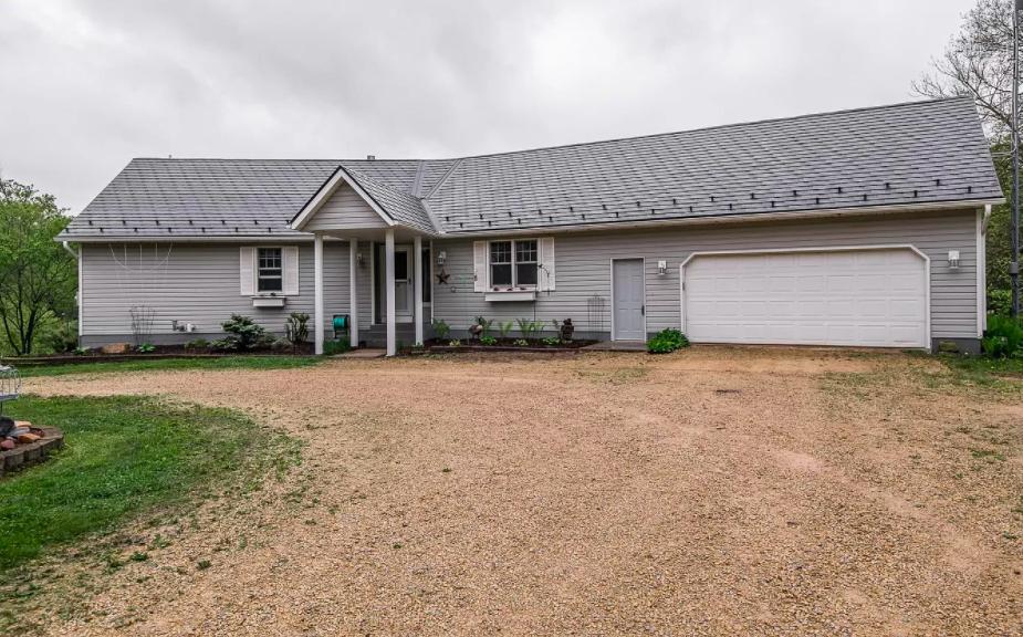 Pine Island, Minn., farm house for sale, 1