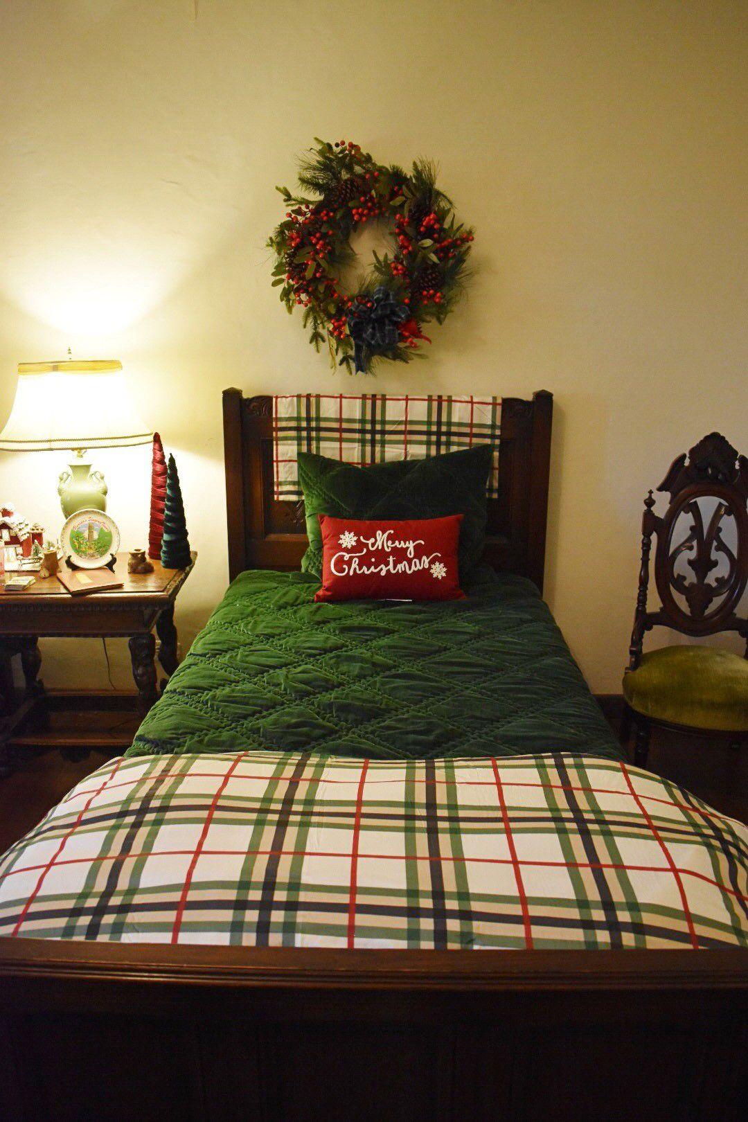 pinewood bed.jpg