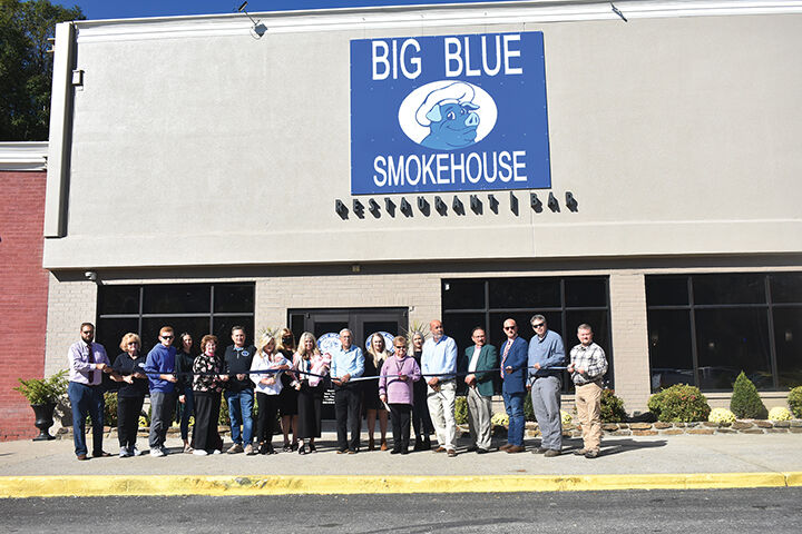 Big Blue Smokehouse celebrates relocation with ribbon-cutting ceremony
