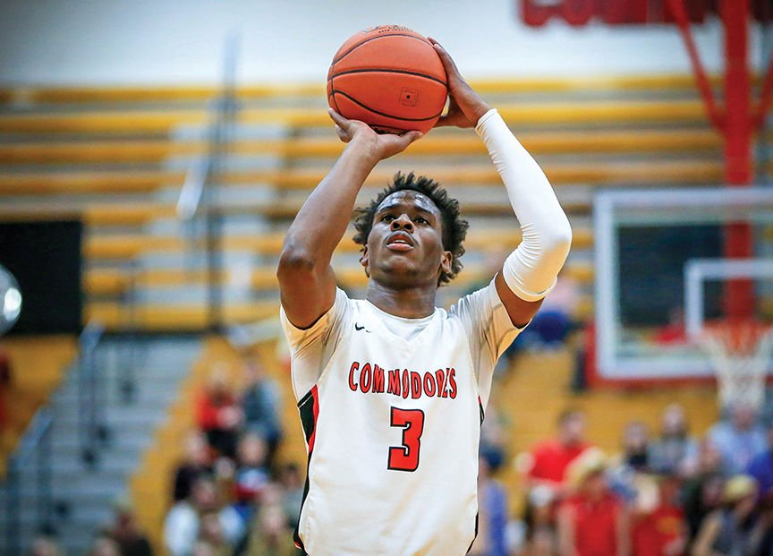 Commodores knock off Leslie County in opener