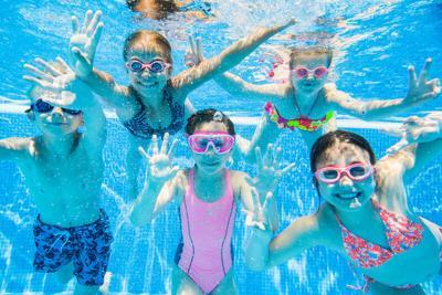 PHOTO: Little kids swimming in pool underwater