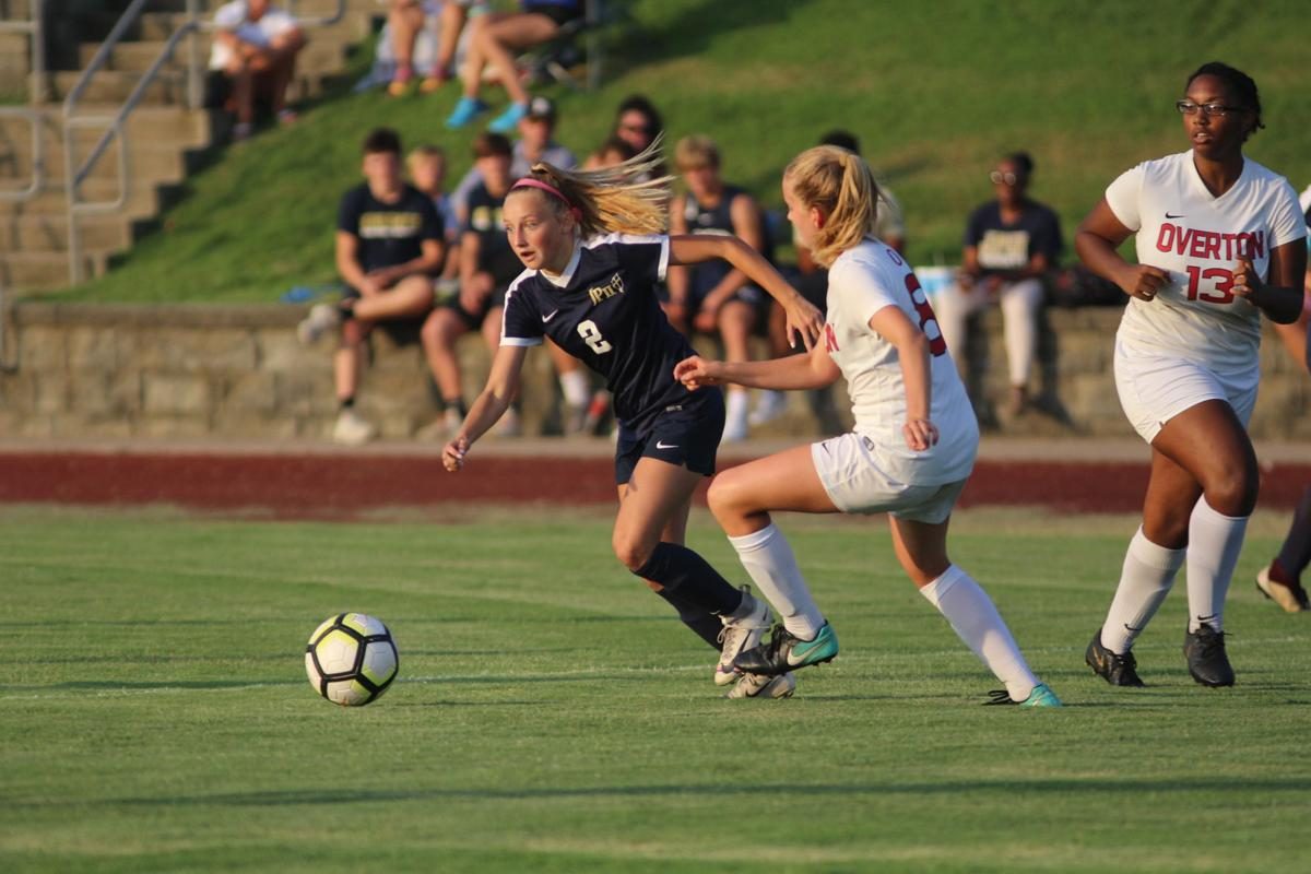 Katie Whiting pushes the offensive pace towards the middle of the pitch.