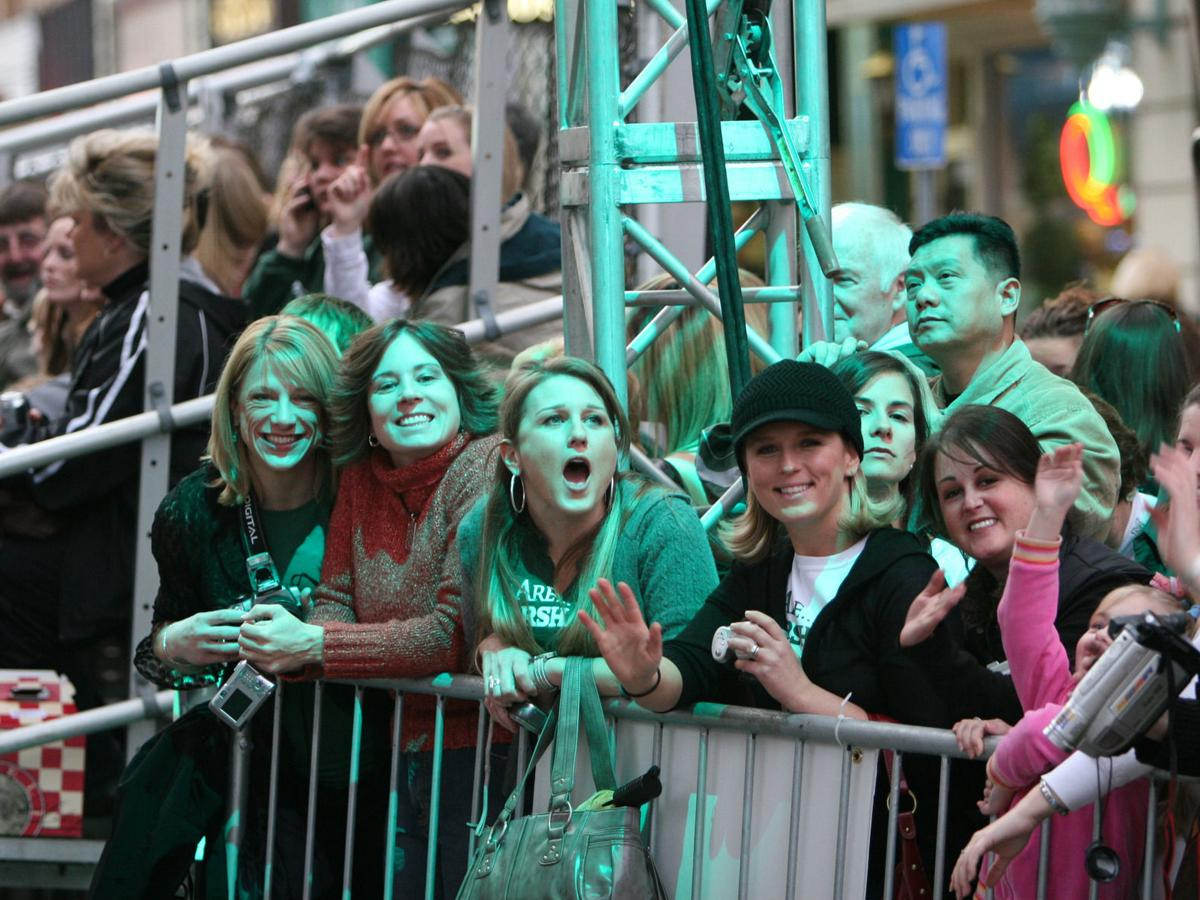 """Gallery: Fans enjoy """"We Are Marshall"""" premiere arrivals, Dec. 12, 2006"""