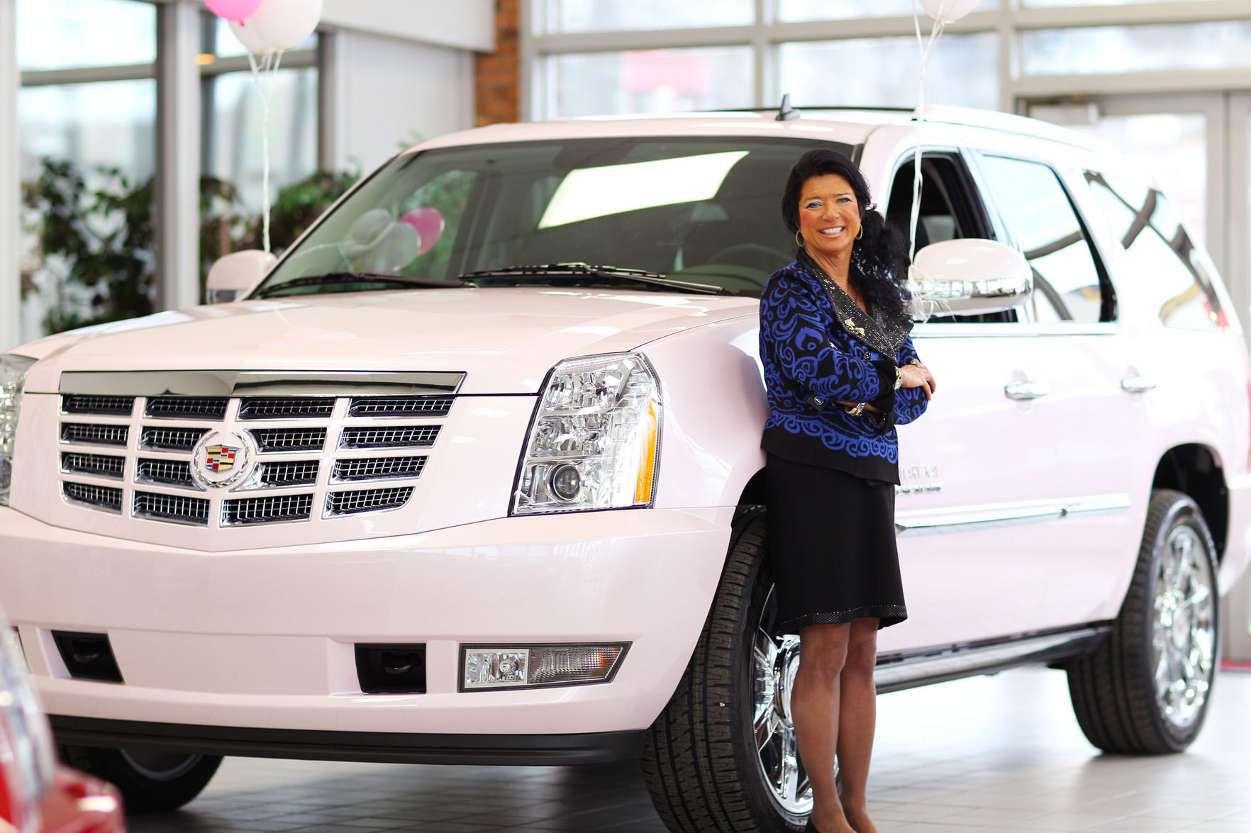 Mary Kay Rewards Local Consultant With Pink Cadillac Hybrid Suv Business Herald Dispatch Com