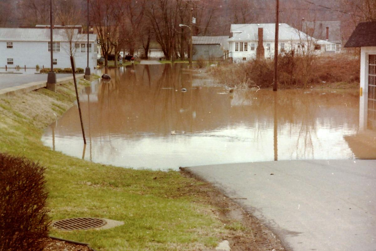 Photos The Tri State Flood Of 1997 Photo Galleries Herald Dispatch