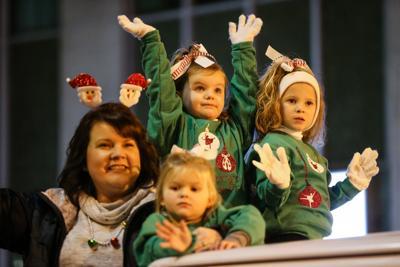 Ashland Christmas Parade 2019.Christmas Parade In Ashland Delights Thousands News