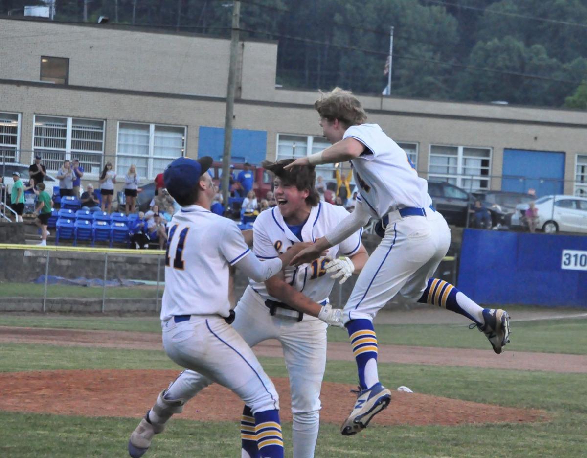 20210623-log-logan baseball statebound LoganPoint celebration Garrett Williamson Konner Lowe Cole Blankenship