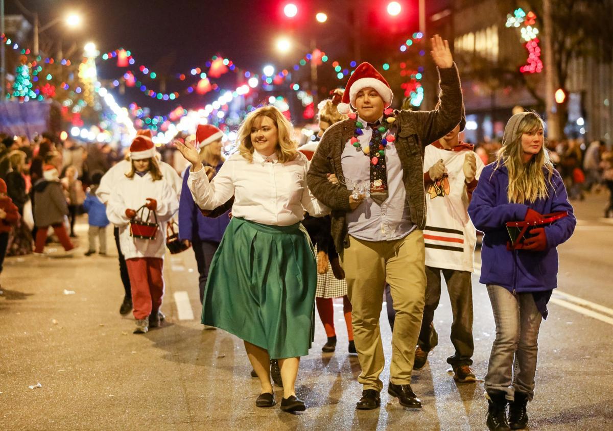 Ashland Christmas Parade 2019.Christmas Parade Lights Up The Night In Ashland News