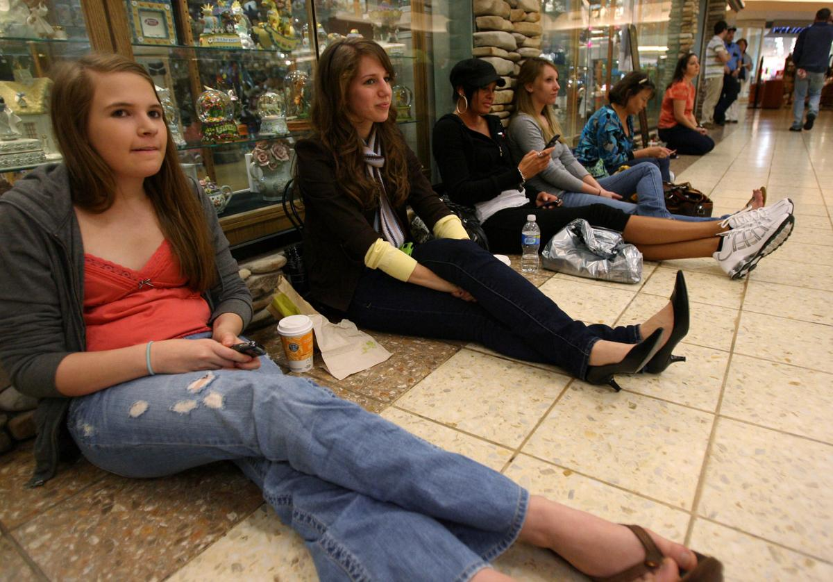 Locals Sign Up For America S Next Top Model Casting Call Recent
