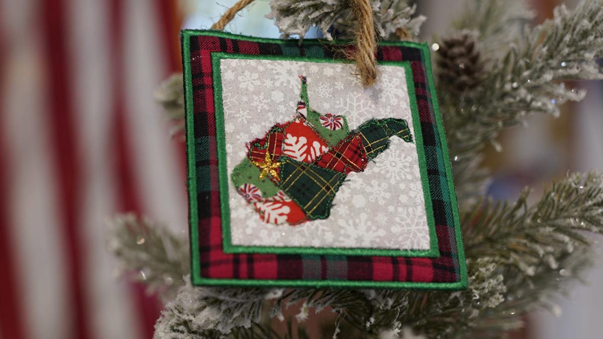 Huntington Indiana Schools Christmas Break 2020 Huntington artist creates first lady Justice's 2020 Christmas