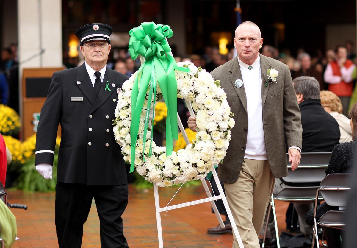 2010 1115 memorial 01