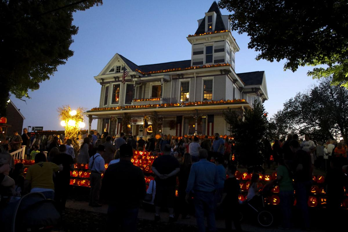 world famous pumpkin house embodies halloween - Halloween Stores In Huntington Wv