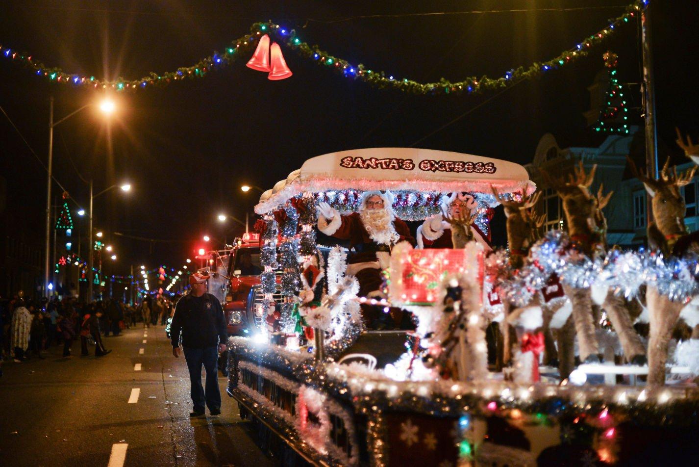 Photos: Ashland Christmas Parade | Multimedia | herald-dispatch.com