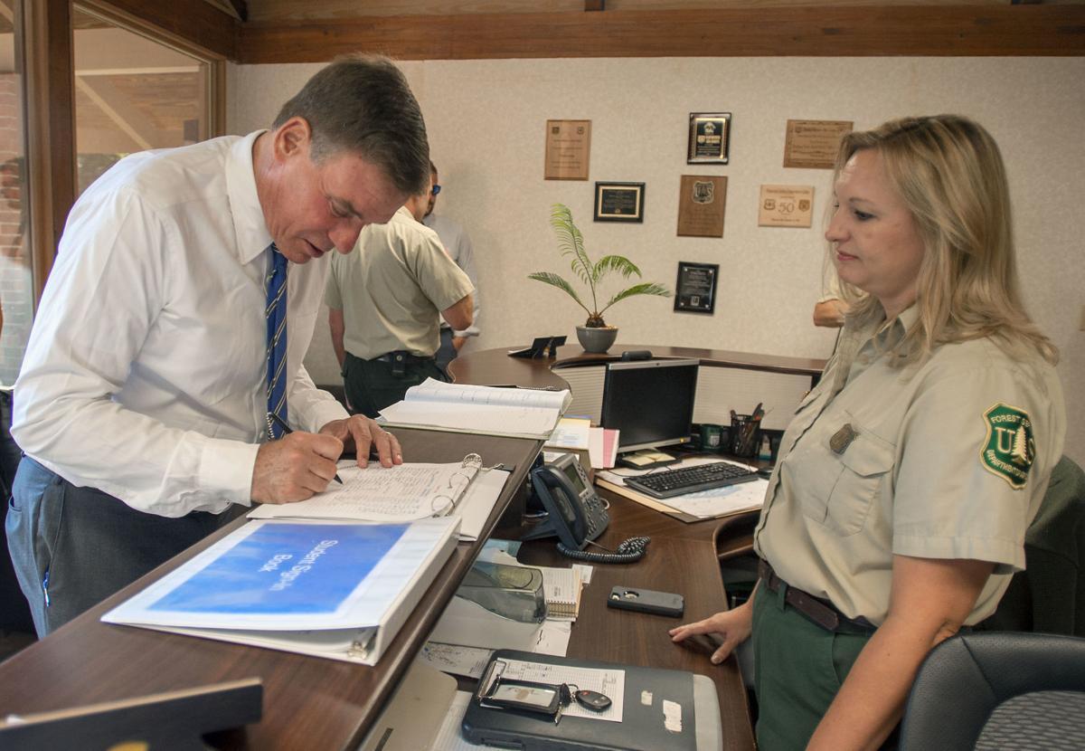 BHC 08302019 Warner visits Flatwoods Job Corps 02
