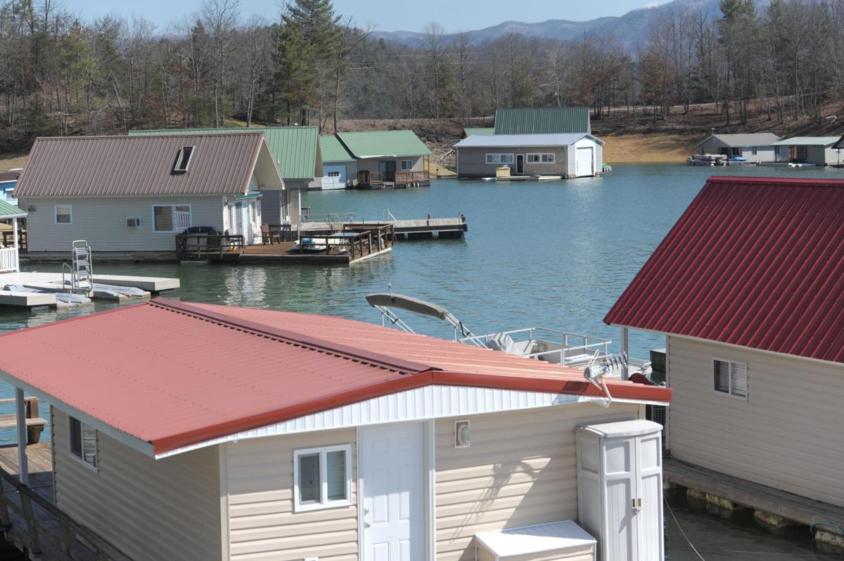 Peachy Tva Approves Plan To Remove Floating Houses From Lakes Interior Design Ideas Greaswefileorg