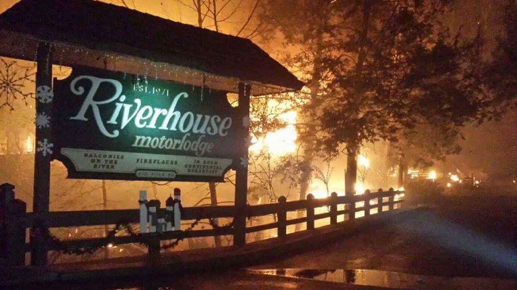 Tema 30 Structures On Fire In Gatlinburg Area Due To