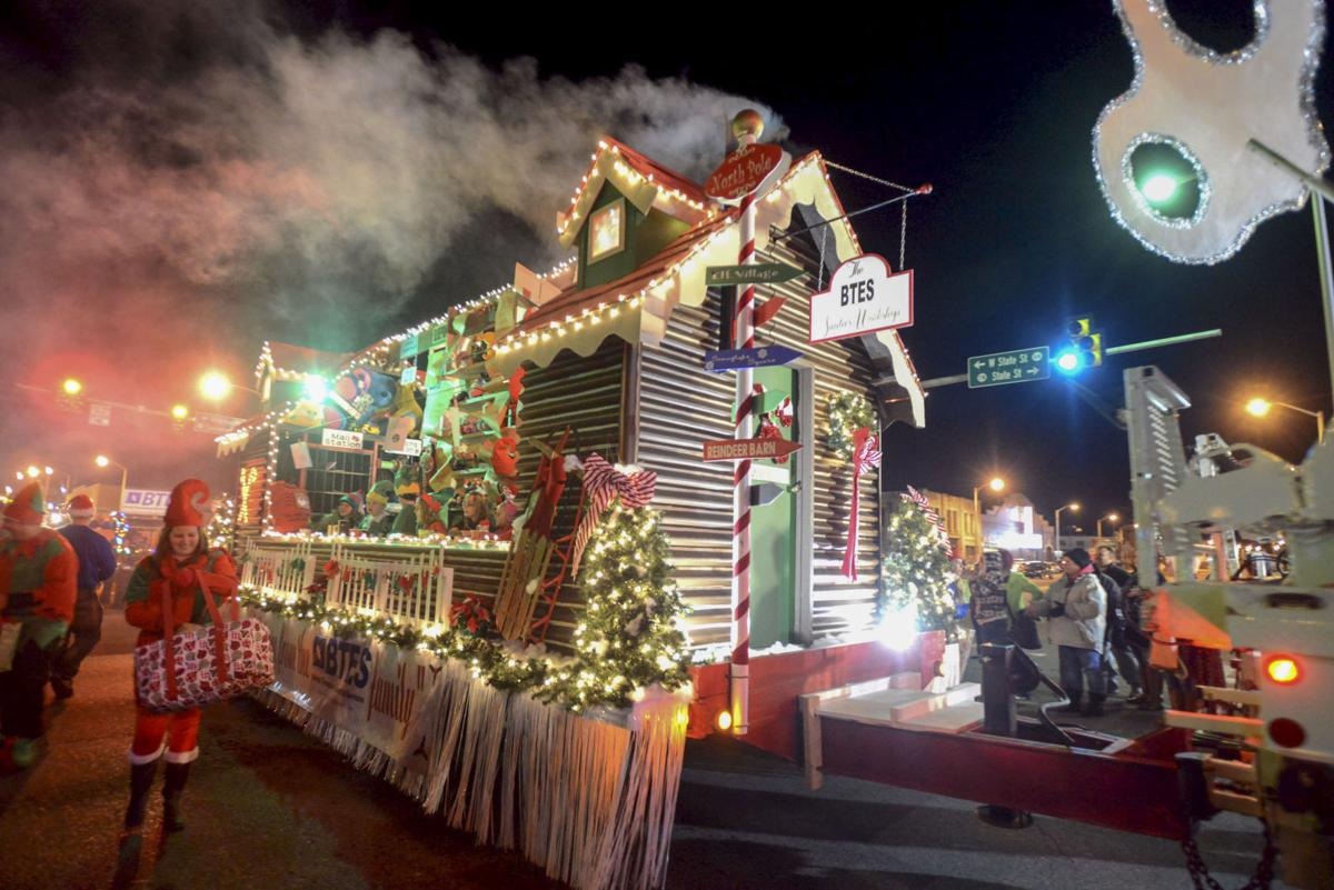 Budweiser Clydesdales highlight of tonight's Christmas parade in