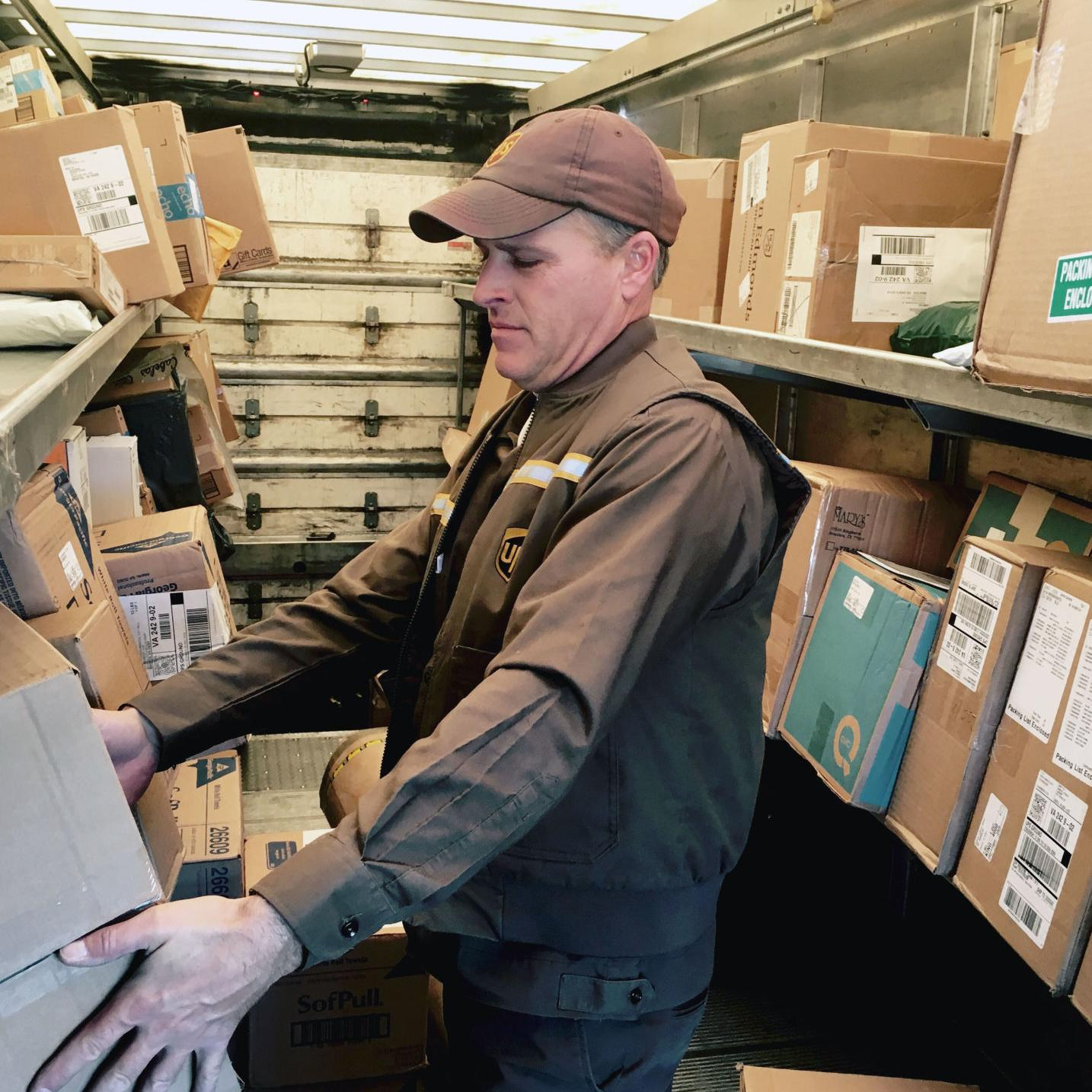 Ups Package Delivery Driver Pay >> A Day In The Life Of A Ups Delivery Driver During Busiest
