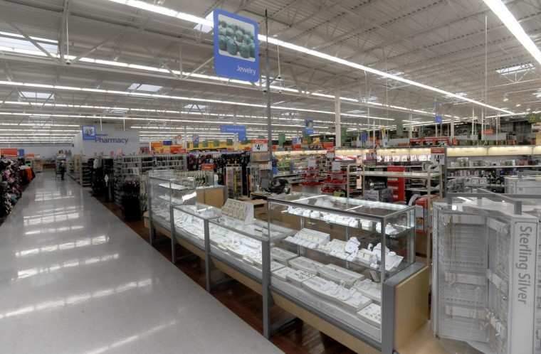 sears vs walmart Sears vs target: which store operates the best connected-home showroom two retail giants are making the most of their brick-and-mortar assets to help educate consumers about the latest smart-home.