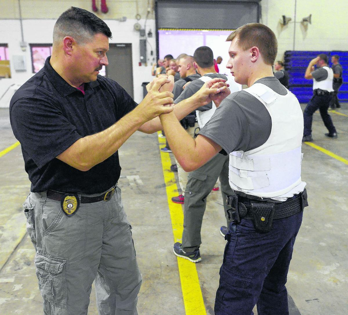 police use of deadly force pro and con Pros and cons of less-lethal self-defense posted on wednesday, june 19, 2013 by thoreau | 6 comments  when you use deadly force, legally, to kill an attacker, .