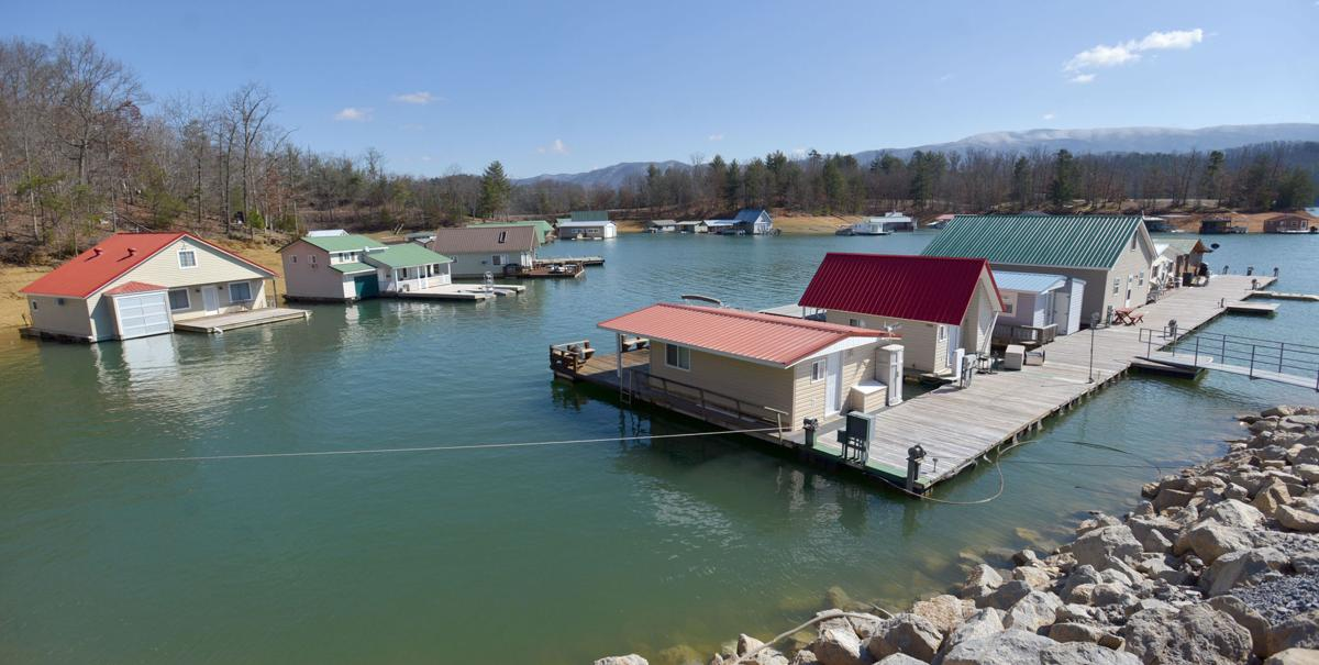 Enjoyable Tva Approves Plan To Remove Floating Houses From Lakes Interior Design Ideas Greaswefileorg