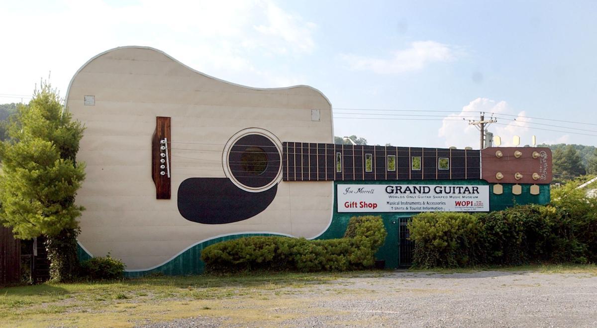 Bristol Grand Guitar 01