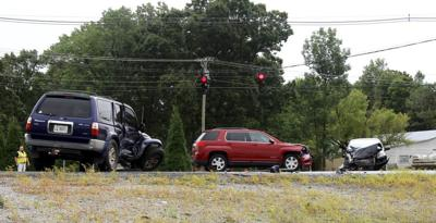 Monday wreck at U.S. 641 intersection leaves 1 injured