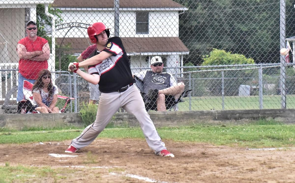 Davenport hits 3-run HR