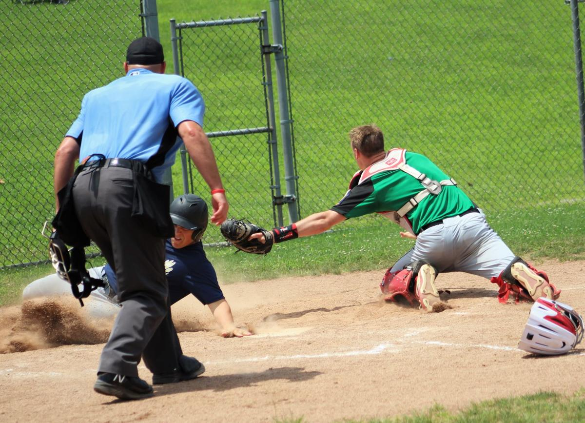 Warrick avoids the tag