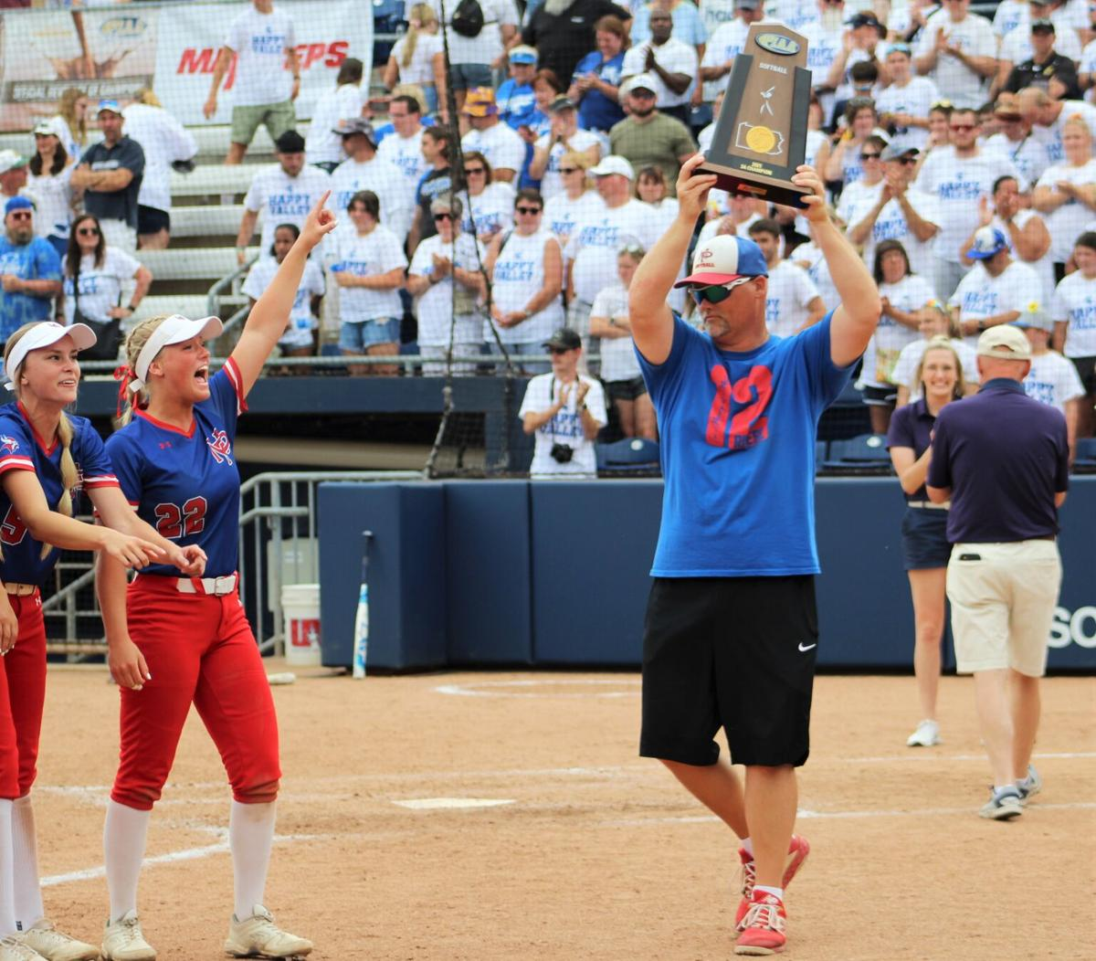 Brunson presents the trophy