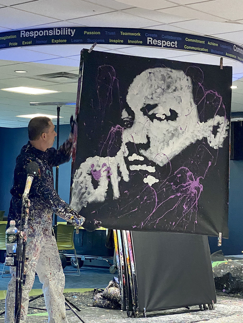 Speed artist encourages students to dream big