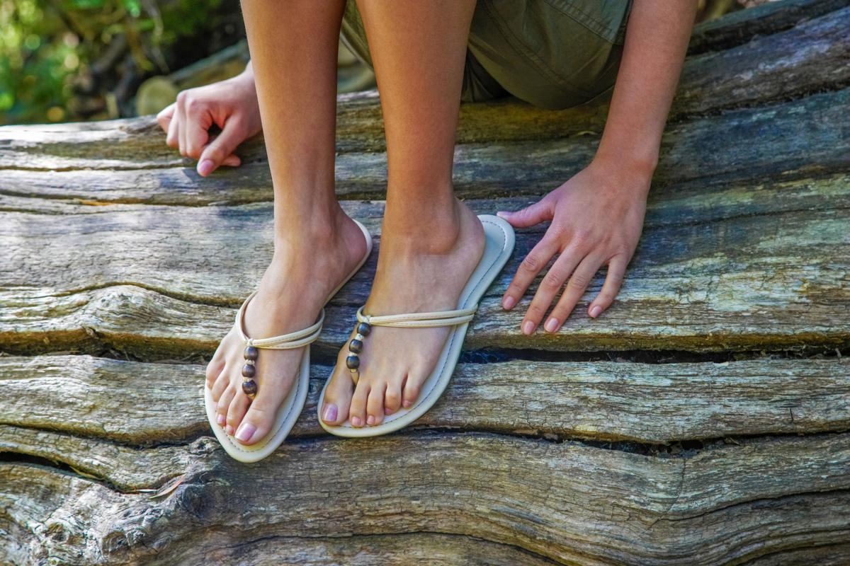 Foot pain linked to lack of arch support, summer sandals ...