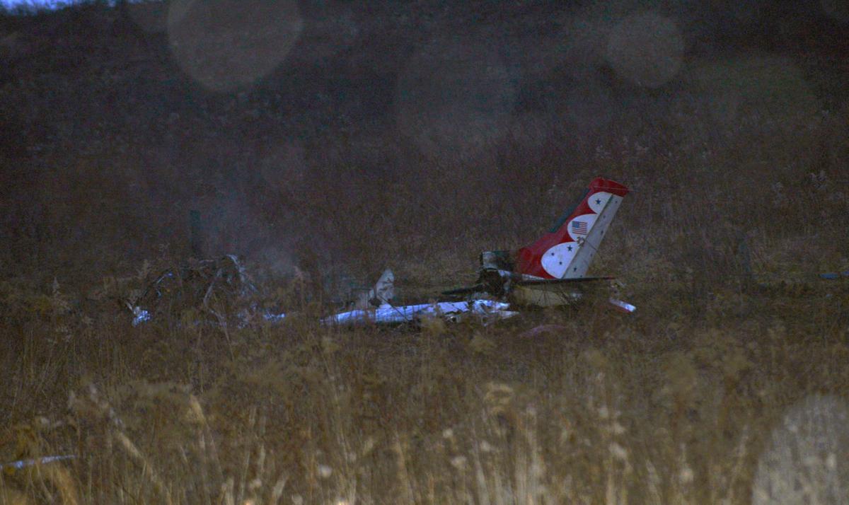 Plan crashes in Kentuck Knob field