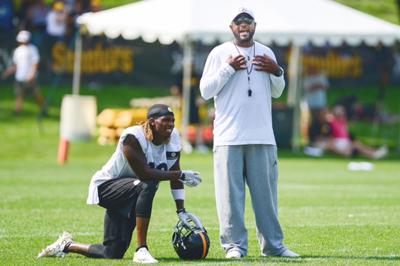 Tomlin chats with Bryant