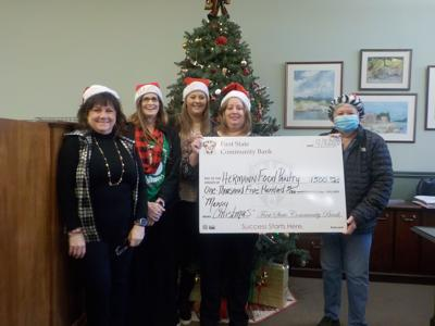 Hermann's newest bank donates to food pantry