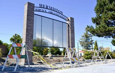 Hermiston pays tribute to service groups with new sign