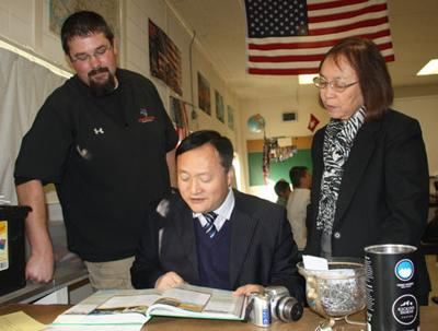 Chinese administrators reflect on visits to local districts