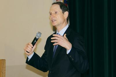 Wyden discusses eastern Oregon water difficulties