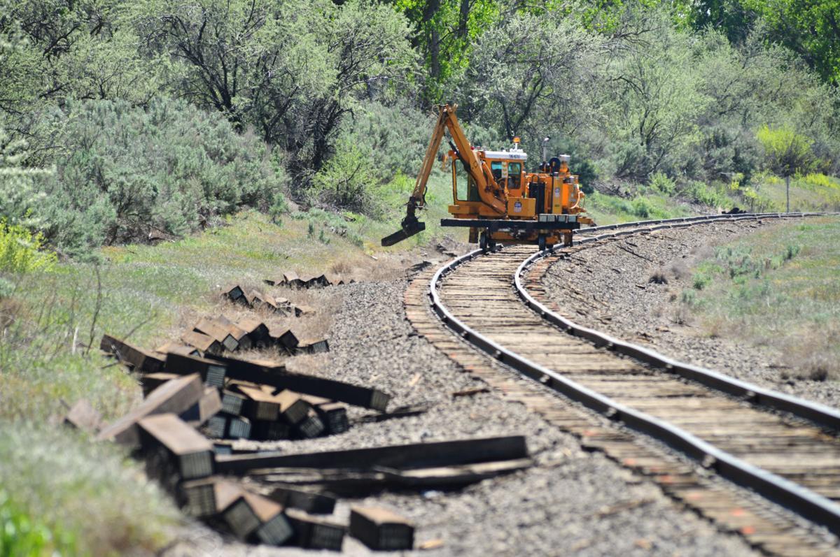 HERMISTON Union Pacific replacing 10,000 railroad ties