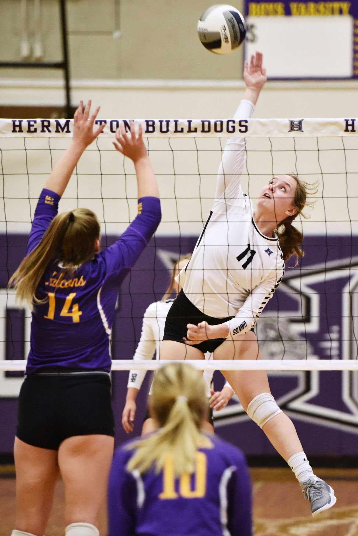 Hanford holds off Hermiston in MCC play