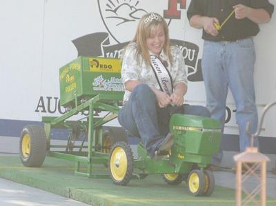 RDO Equipment's tractor pull daws crowd at county fair