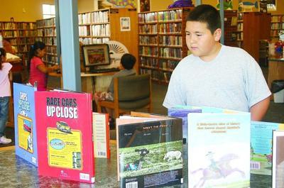 Umatilla Library receives book grant