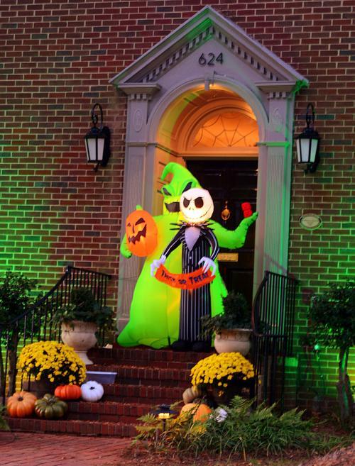 10XX20-hdr-news-halloweendecorations-p1.jpg