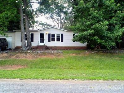 2 Bedroom Home in Newton - $99,900