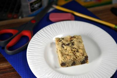 Peanut butter-chocolate chip oatmeal bars