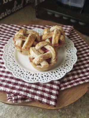 Strawberry-rhubarb  cutie pies