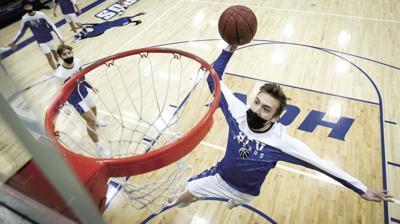 Sam Preston dunks