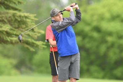 Sam Preston golfs