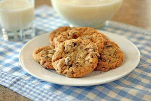 Chocolate-toffee-hazelnut cookies