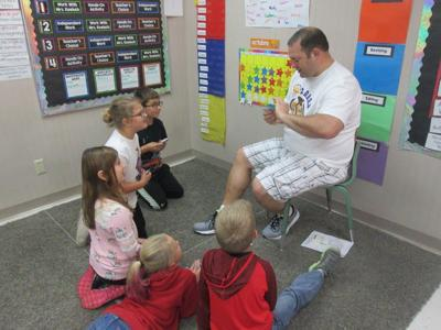 A dad working with Poynette Elementary School kids